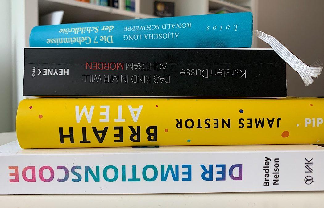 Diese 4 Bücher durften kürzlich bei mir einziehen
